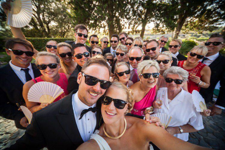 Happy Wedding group shot at Borgo di Tragliata