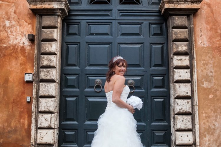 Wedding in Rome photo tour Bride in Piazza Margana